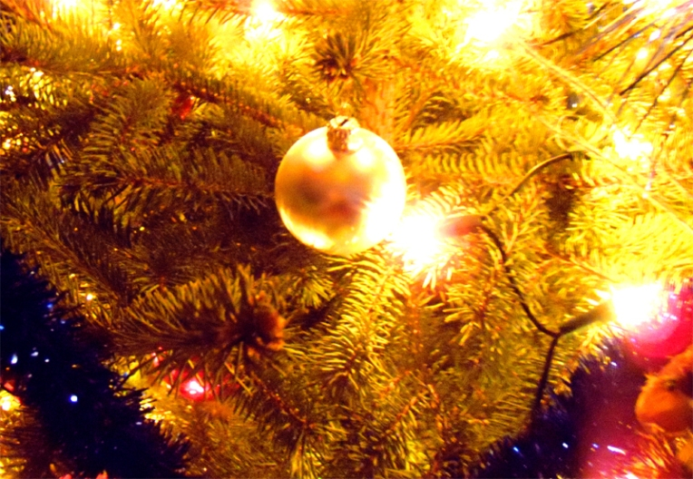 christmas-tree-ball-